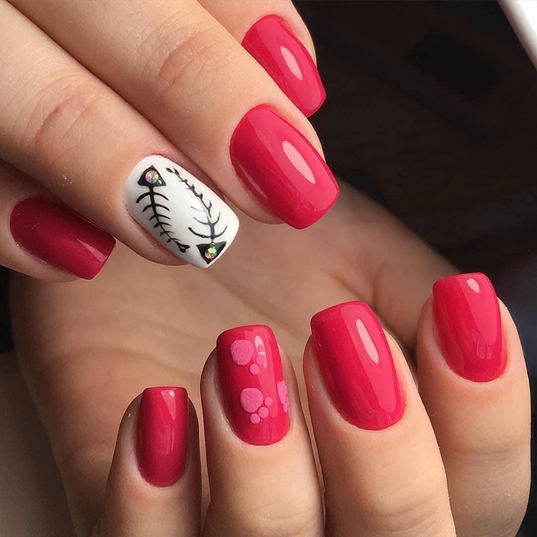 Фото красного маникюра на ногтях