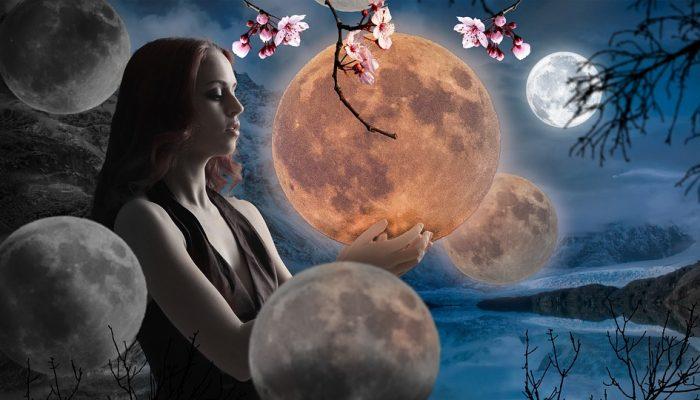 Девушка, луна