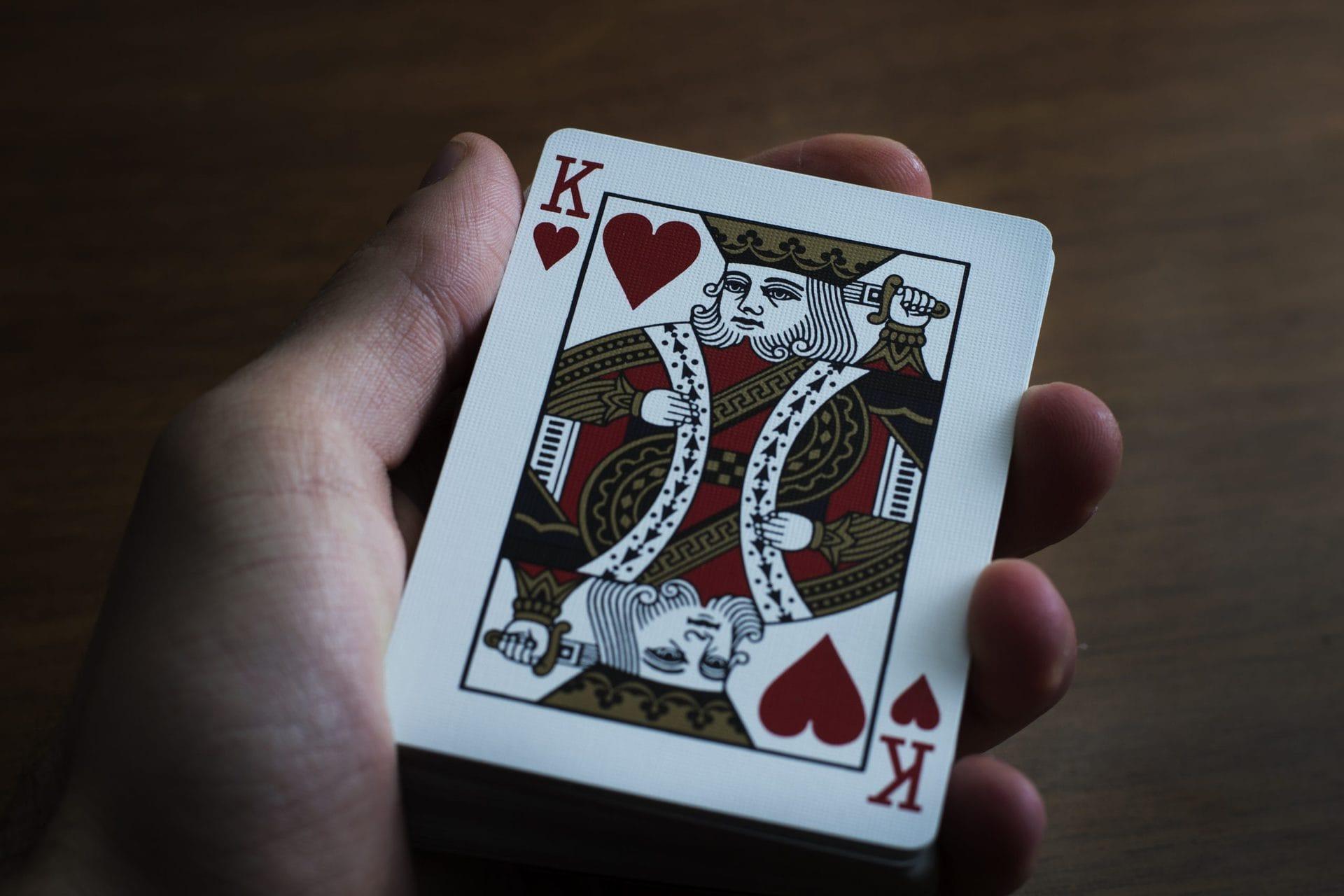 червовый король в руке