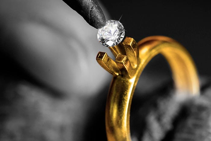 выпал камень из кольца