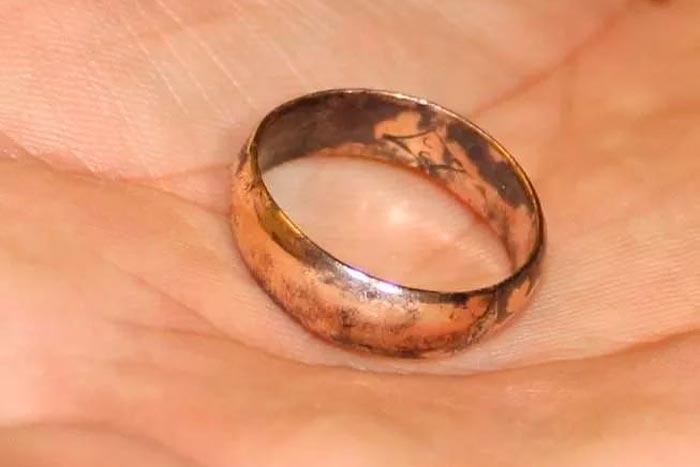кольцо чернеет