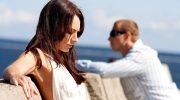 женское равнодушие, женщина не смотрит на мужчину